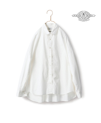 クリーンな印象をさらにアップさせるシャツがおすすめのアイテム。今年は海外のランウェイなどでも頻繁に見かけます。今年らしくよりクリーンな印象を与えるなら、生地に少し艶のあるものやハリのものを選びたいところ。