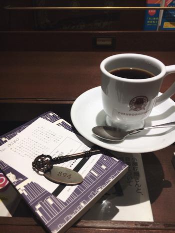 運営元は、ドトールコーヒー。神楽坂で人気の書店「かもめブックス」代表の方も選書などで携わっているということで、本好きさんからも好評。  毎回異なるテーマを掲げて、それに合った珈琲のブレンド&本のセレクトを提供する企画「本と珈琲のセット」は注目ですよ。