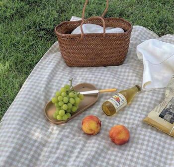 リーズナブルで可愛いピクニックシートなら気兼ねなく様々な場所で使えるのでおすすめです。常にバッグにしのばせていたら、思い立ったときにいつでもピクニックができますよね。