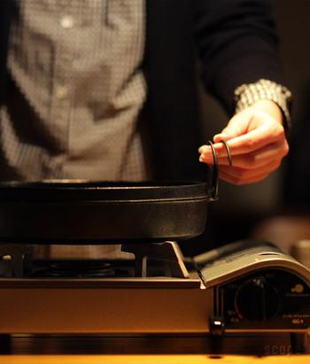 食後、すぐに鍋を運んで片付けられるのも嬉しいポイントです。気になるサイズは七寸のφ210×H55mmに、八寸のφ240×H55mm、八寸半 のφ255×H55mmの3種類があり、家族の人数や用途に合わせて選べます。