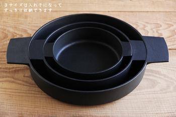 嬉しいことにこの3つの平鍋は入れ子式に納まるので、3つ揃えても収納はバッチリです。また、鍋のサイズに合わせて持ち手の大きさも異なるので、どのサイズを購入しても使いやすくて◎。