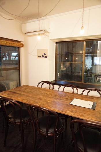 一軒家のお店には、テーブル席、カウンター席、テラス席、個室があります。一人でも、お友達とでも、様々なシチュエーションで使えそうですね*