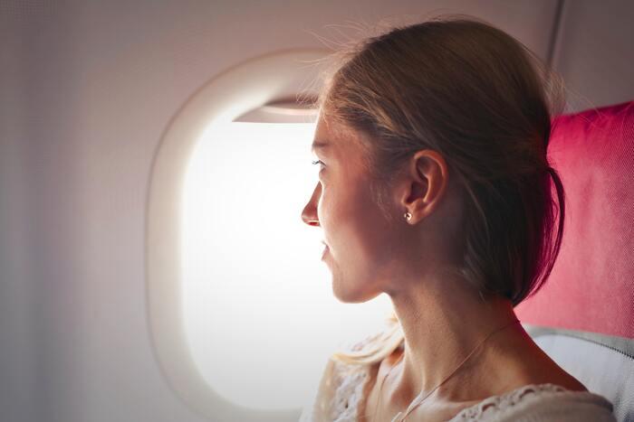 フライトを快適に過ごすために。持って行くと便利な【旅グッズ】おすすめ8選