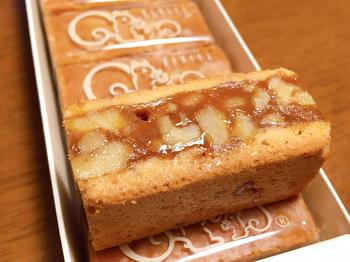 SNSでも話題になっている鎌倉紅谷の「クルミッ子」は、そのナチュラルな姿と絶品の美味しさから大人気の商品です。  キャラメルの中にくるみがぎっしり入っているので食べ応えも満足感も高いです。感謝の気持ちを添えてお渡ししたいお菓子です。