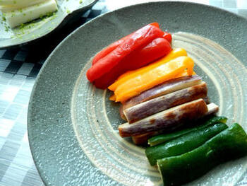 カラフルなパプリカのぬか漬けなら、洋風のテーブルにも合いますね。おしゃれなメイン料理の付け合わせやサラダ・前菜などにもよさそうです。