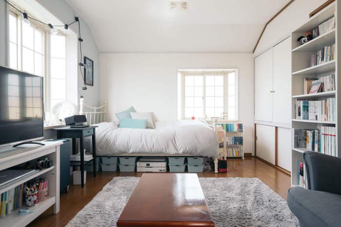 お部屋の右手奥にある、押入れ部分のふすまをリメイク。白を貴重とした洋風なインテリアにも馴染んでいます。