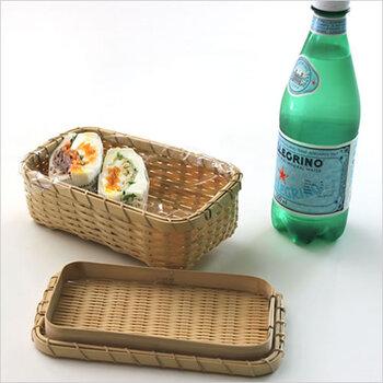 こちらの弁当箱は、ゴザ目編みとよばれる編み方でつくられた弁当箱で、耐久性、防虫性に優れています。コンパクトながら、風情あるランチタイムを演出してくれます。