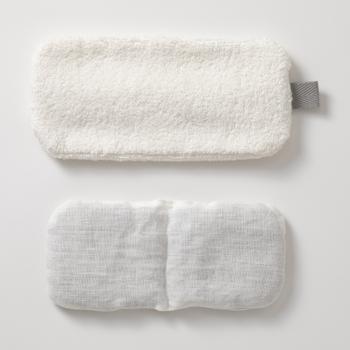 小豆は保温効果がとても高く、小豆の蒸気で目の疲れを癒してくれます◎もちろん繰り返し使用することができるアイピローで、コットン素材で作られたカバーは、洗濯することができますので長く使えるアイピローとなっています♪