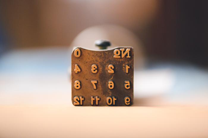 底面のサイズ表記に使用される刻印