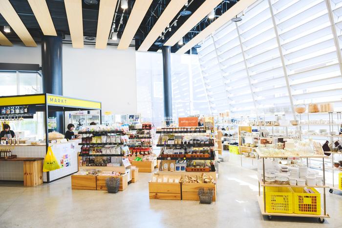 2018年4月にオープンした「MARKT(マルクト)」。2階には姉妹店「MARKT+(マルクト・プルス)」があり、ファベルとはまた違う切り口で洋服や雑貨を扱っている
