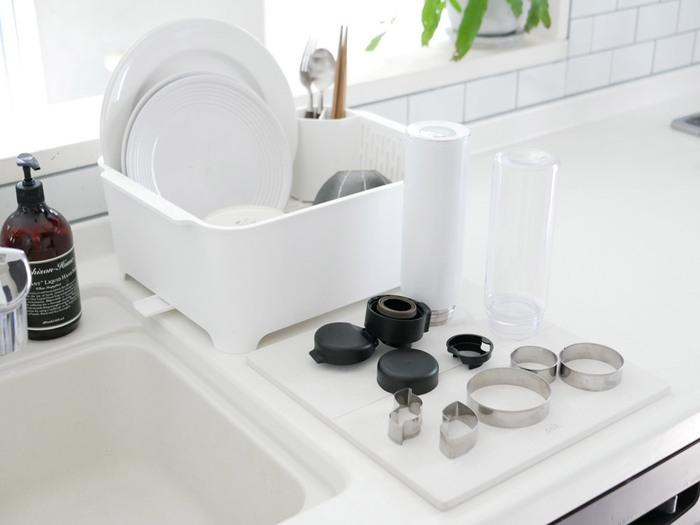 マイボトルの蓋やパッキンなど、外せるパーツは全て外して洗うようにしましょう。複雑な形をした蓋の部分やパッキンの溝は、茶渋などが付きやすいので洗う度にチェックすると◎