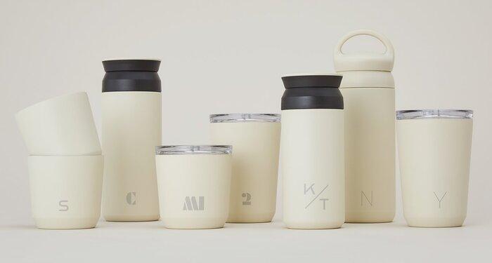 KINTOのステンレスタンブラーは、レーザー刻印でオリジナルデザインにすることができます。シンプルなボトルにイニシャルを入れるだけでもおしゃれで、自分専用なので愛着がわきますよ。家族で同じものを使う時にもおすすめ♪