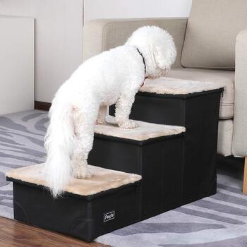 ソファーへの上り下りは、意外と手足に負担がかかるもの。組み立て&折り畳みが簡単なステップは、ペットの暮らしを優しくサポートしてくれます。