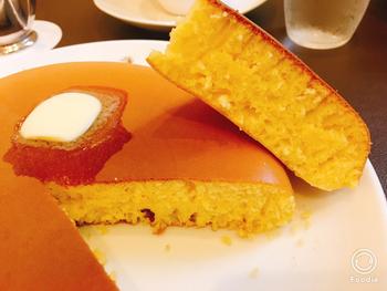 断面からも伝わるボリュームですが、さくふわの食感で食べやすいのもウエストのパンケーキの特徴です。心ゆくまでパンケーキを味わいたいときは、ぜひこちらのパンケーキを。