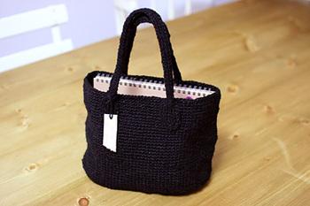 サイザル麻はなかなか手に入りませんが、リネンは手芸店で比較的簡単に購入できます。丸みがあるころんとした麻バッグをぜひ自分でも作ってみましょう。