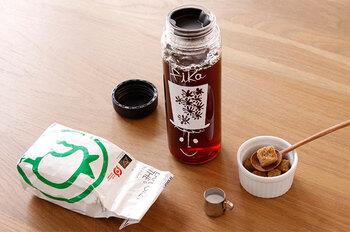 マイボトルでコーヒーや紅茶を飲みたいという人も多いはず。ですが、一度ポットで入れたコーヒーや紅茶をまたボトルに移して…となるとちょっと手間に感じることも。そんな時は、マイボトルに直接入れられるコーヒーバッグやティーバッグがおすすめですよ♪
