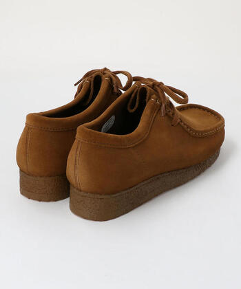 やや厚めのクレープソールで、長時間歩いても疲れにくい。履き込むことでスエード素材の経年変化も楽しめます。