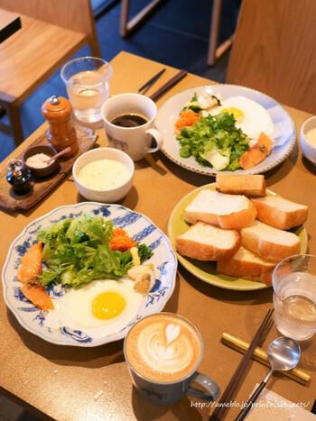 「365日」のパンが食べられるのはもちろん、朝には魚やおにぎりなどの和食メニューも用意されています。お店のコンセプトとこだわりが、一口食べれば伝わってくるはずです*