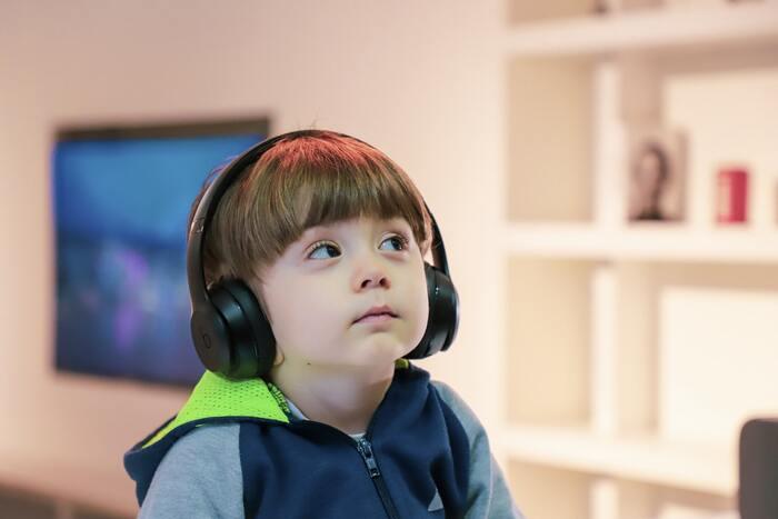 子どもができると子どもが好きな子供向けの音楽を聴きがちな毎日ですよね。でも、実はママの好きなポップミュージックの中でも子どもが喜ぶ音楽が必ずあるんです。なので時にはママの好きな音楽をかけて、反応を見てみてみるのも楽しいかも。ママの好きな音楽を子どもを一緒に楽しめたらとても嬉しいですよね!