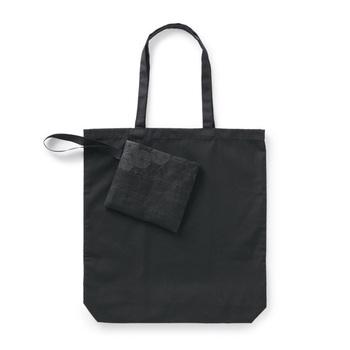 麻の葉柄を組子細工のように組み合わせたサブバッグは、手織りの麻に手捺染のプリントで細かなラインを美しく表現。シンプルな中にもこだわりが感じられます。