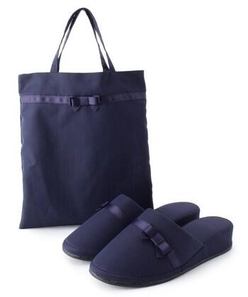 「SHOO・LA・RUE」の携帯スリッパは、足をきれいに見せてくれるヒール付き。グログランリボンが上品な印象で、ブラックとネイビーの2色から選べます。
