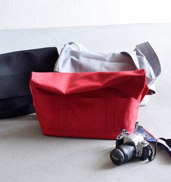 どのバッグも3色展開しています。ビビットな赤もちょっと気になりますね。