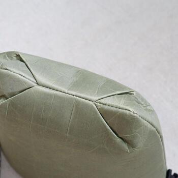 底の部分は折り重なるように縫製されていて、クッション性が一層あります。衝撃を受けやすい底部分も安心できそう。