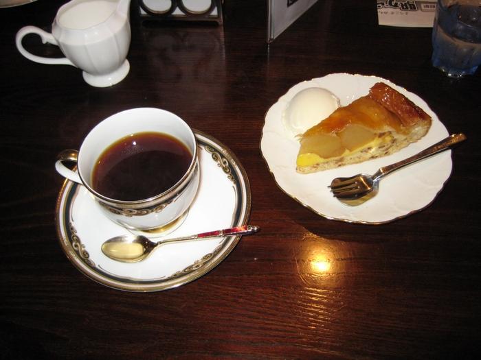 敷地内には、「茶寮あおやぎ」と「さくら庵」と2つの一休みスポットもあります。古民家でいただく珈琲とスイーツは、いつもより少し贅沢なカフェタイムに♪