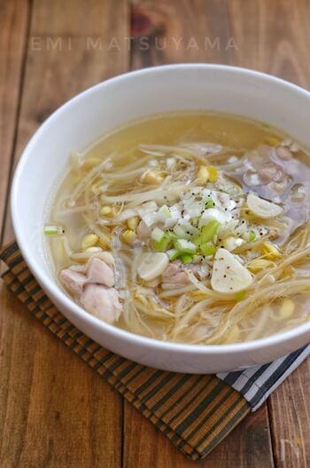 にんにくたっぷりでスタミナがつきそうなスープです。もやしもたくさん食べられます。もやしは淡白なので、濃いめの味付けがマッチします。