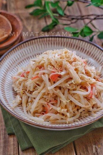 もやしや切り干し大根の食感が良く、箸休めにもぴったりのサラダです。ごま油とマヨネーズの味付けは、どんどん箸が進みそう。
