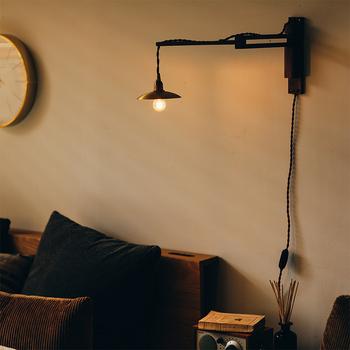 お部屋を温かく照らしてくれる「ブラケットライト」は、ほっと一息つける空間作りに欠かせないアイテム。そんな落ち着けるお部屋で一日がんばった身体を癒してみてはいかがでしょう?