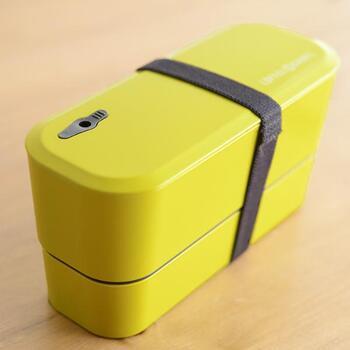 「スタックインランチ 2段弁当箱」は、細長デザインですが、見た目以上の容量です。コンパクトなので、バッグにスマートに入れて持ち運びも楽らく♪