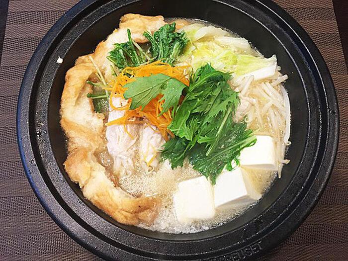 こちらは中華万能調味料・シャンタンDXと白みそを合わせた特製スープに、車麩・モヤシの豚肉巻き・白菜・豆腐などの具材を入れたヘルシーな鍋料理です。〆にうどんを入れたり、ご飯で雑炊を作っても◎。アツアツの美味しいシャンタン鍋で、心も体もポカポカに♪