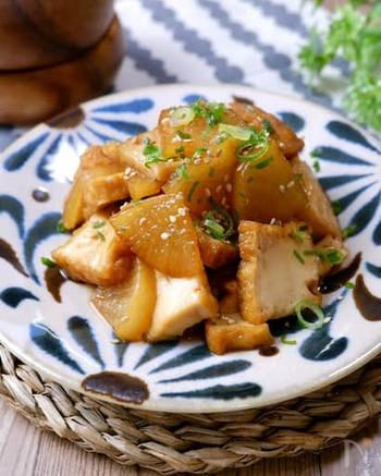 味がよく染みた大根がおいしい煮物です。厚揚げを加えてボリュームアップ。