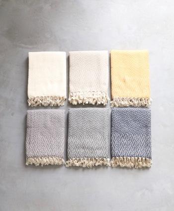 トルコの職人さんによって一枚一枚丁寧に織られた織模様が美しいマルチファブリック。ソファカバーやブランケット、そして吸水性、速乾性に優れているためタオルとしても使えます!