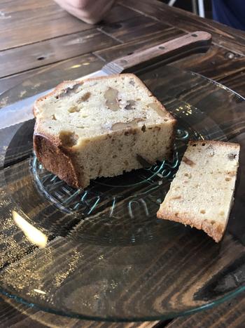 パンだけでなく、ケーキやタルトもあり、こちらはイチヂクやナッツがぎゅっと詰まったパンケーキです。