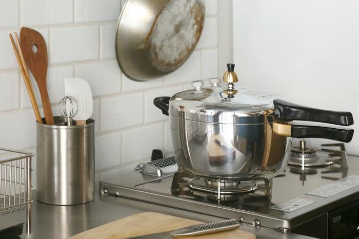 これ一台で、煮物や炊飯、パスタや蒸し料理まで作れる頼もしい圧力鍋です安全弁が2つ付いているので、初めて使う方も安心ですよ。サイズは3種類あり、1人から3〜4人まで対応しています。