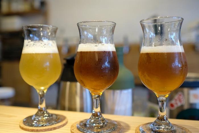 クラフトビールは樽生で10種類、国内だけでなく海外のビールも扱っています。3種類を選んで試せるクラフトビール味比べセットもあります。また、スペシャリティコーヒーもいただけます。