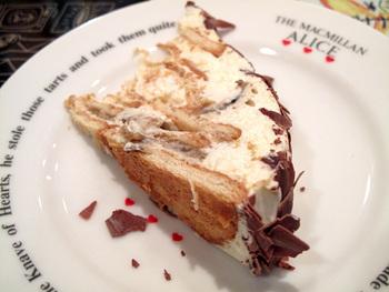 お店でも人気のビスケットケーキ。しっとりとしたビスケットとクリームは甘すぎず軽やか。