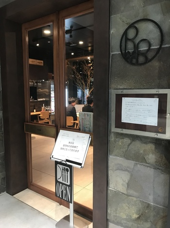 「信毎メディアガーデン」3階にあるフレンチレストラン。オーナーは、料理人兼猟師とのことでオーナー自らが獲った食材で、ジビエが楽しめるお店です。
