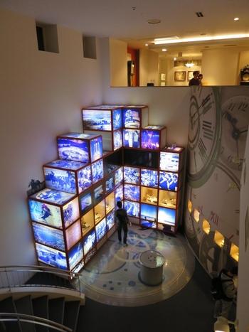 1階には「時計の進化」をテーマに映像・音響・照明等の最先端の展示手法を活用し、時計が庶民に広まっていった様子を紹介しています。