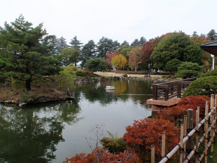 中庭や復元された校長室も無料で見学することができ、公園はよく整備されているので気持ちよく散策できます。