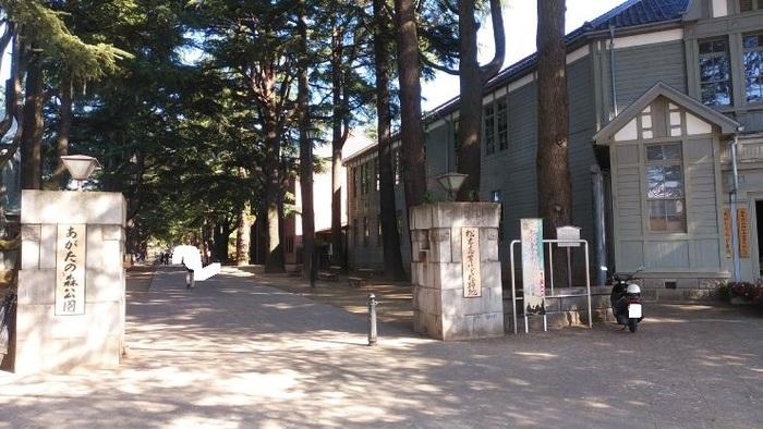 旧松本高等学校の本館、講堂がある、あがたの森公園。歴史のある校舎が現存しています。5月にはこちらで「まつもとクラフトフェア」が行われます。