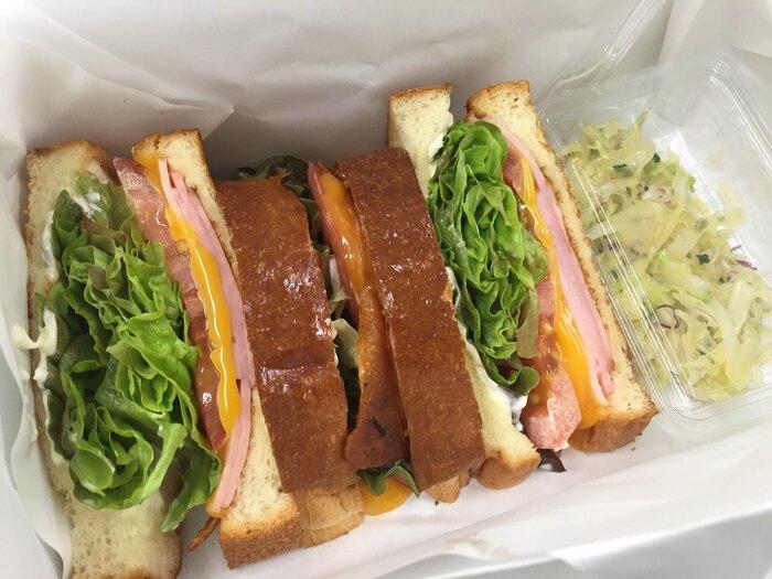 サンドイッチは定番のBLTから、女子なら食べたいシュリンプアボカド、ダイエット中にも嬉しい梅干しと新鮮野菜など、どれも気になるメニューばかり。パンをトーストするかも選べるので、ホットサンドがお好きな方にもおすすめです。