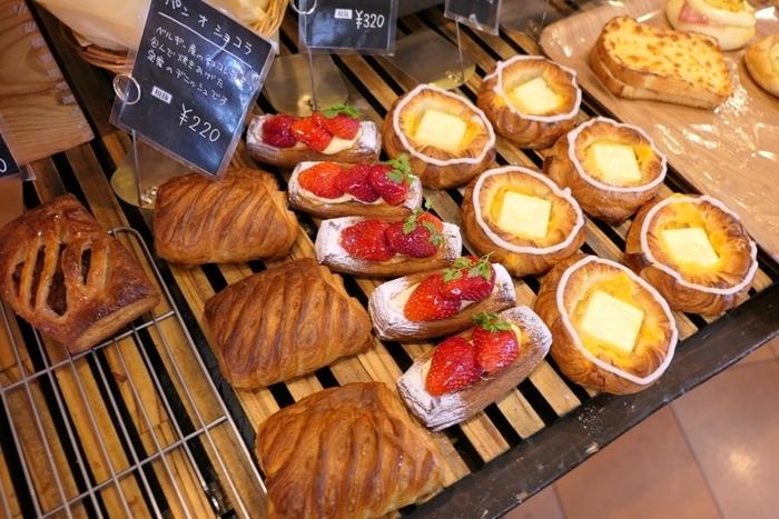 女子には嬉しい甘いパンもズラリ。タイミングによっては焼きたてにも出会えるので、熱々を選んで購入するのも良さそうですね。