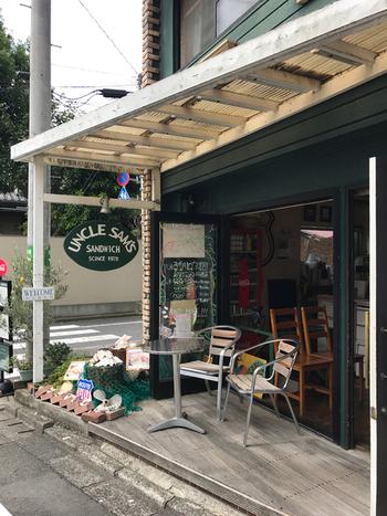 上野毛駅からすぐの場所にあるアンクルサムズサンドウィッチは、1978年創業の歴史あるサンドイッチ屋さん。長きにわたって地元の方に愛されるサンドイッチは、言わずと知れた名店なんです。