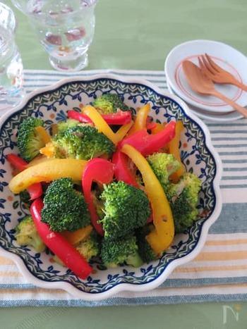 パプリカもブロッコリーと同様に、ビタミンCが豊富な食材。かつおぶし×バター醤油の味付けはおつまみにもぴったりです♪