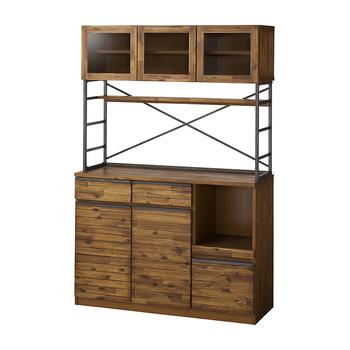 気取りすぎずラフな雰囲気の食器棚。ヴィンテージ感のある木目と、サイドに梯子のようにデザインされたアイアンがクールで素敵です。コンセントホール付きで家電もスッキリと収納でき、機能性もばっちりです。