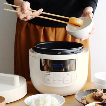 火加減を気にせず、放ったらかしでOKな電気圧力鍋です。コンロいらずで作れるのもgoodポイント。カレーや肉じゃが、ポトフ、白米など10種類のメニューから選べます。