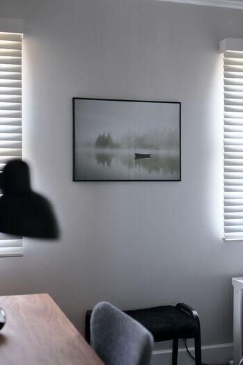 落ち着いた空間づくりには、やっぱりモノトーン系の絵を。飾る壁の色を選ばないので、まず一枚絵を飾ってみたいというときにおすすめです。